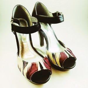 Charlotte Russe Maroon Green Heels NWOT 6